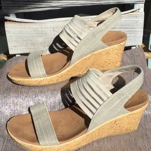 Sketcher woman's size 7 wedge sandal